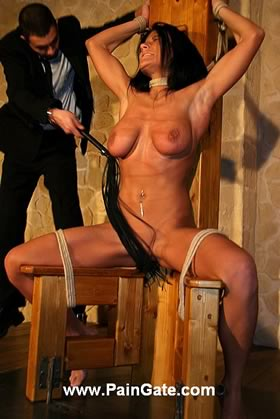 BURNING NIPPLES AND CLIT MAKE THIS BEAUTIFUL VICTIM DRIVE CRAZY IN PAIN!